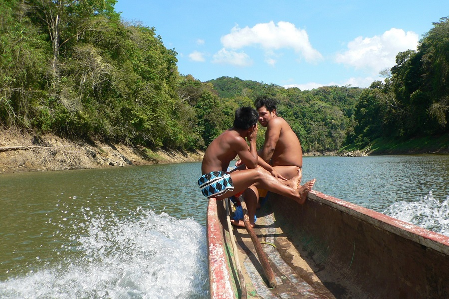Embera dugout canoe on Chagres Rivier